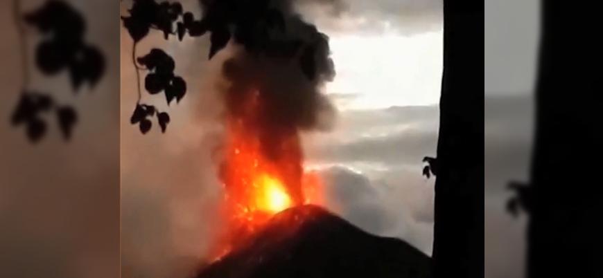 Endonezya'da tsunamiye neden olan volkanın patlama anı