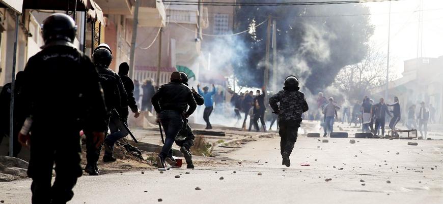 Tunus'ta gösteriler patlak verdi: Göstericiler ve polis çatışıyor