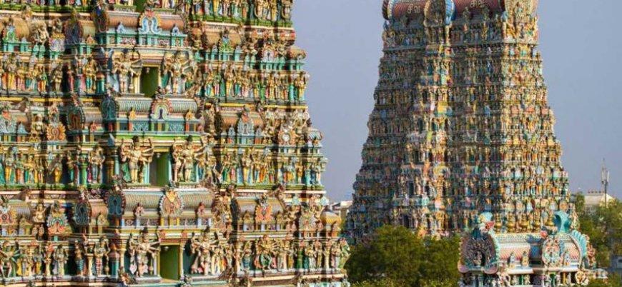 Hindistan'da bir ilk: Kadınlar tapınağa girdi