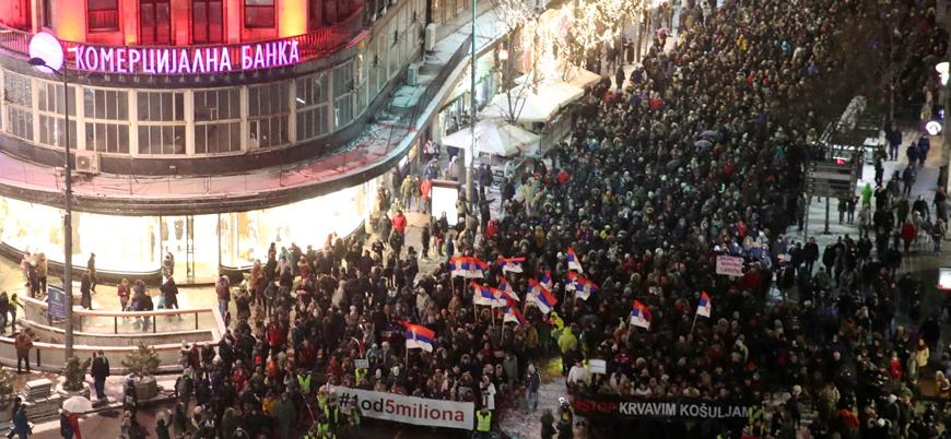 Sırbistan ve Karadağ'da onbinlerce kişi hükümet karşıtı protestolara katıldı