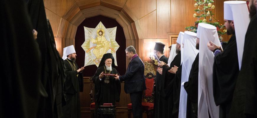 Bartholomeos Ukrayna Kilisesi'ni tanıyan kararnameyi teslim etti