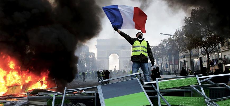 Fransa izinsiz gösteri düzenleyenlere ceza verecek