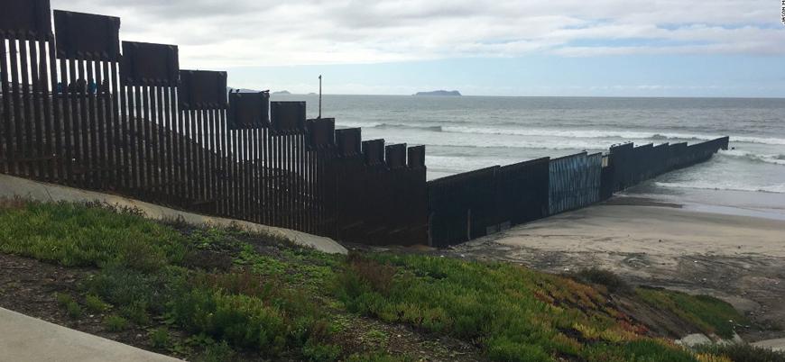 Trump 'Meksika Duvarı' için para arıyor