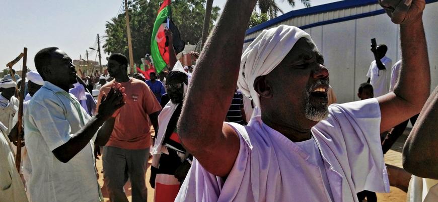 Sudan Devlet Başkanı El Beşir: Protestocuları provokatörler öldürüyor