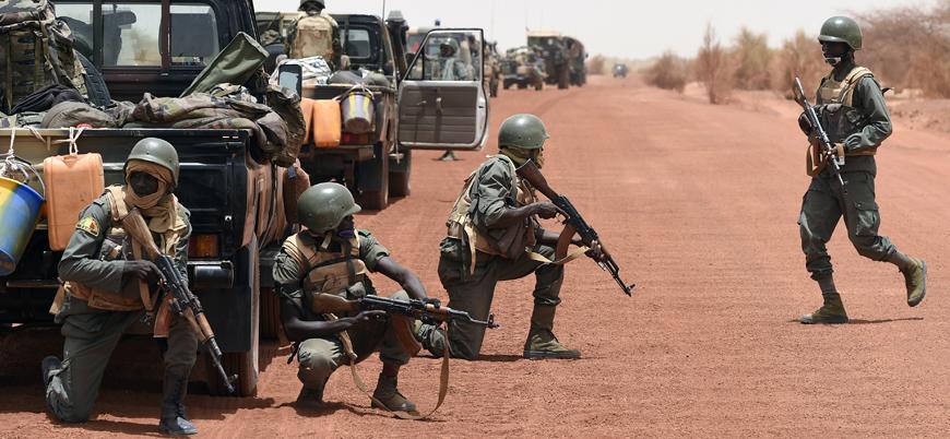 Mali'de El Kaide'den BM üssüne saldırı: En az 10 asker öldü
