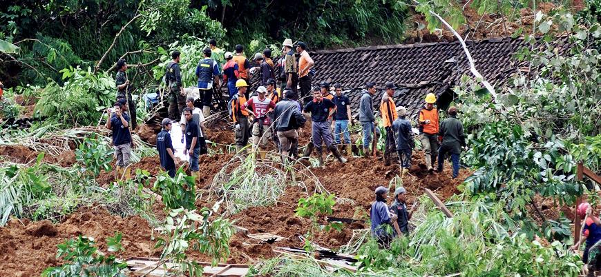 Endonezya'da toprak kayması: Çok sayıda ölü var