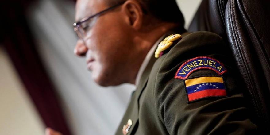 ABD'de görevli Venezuelalı askeri ataşe saf değiştirip Guaido'yu tanıdı