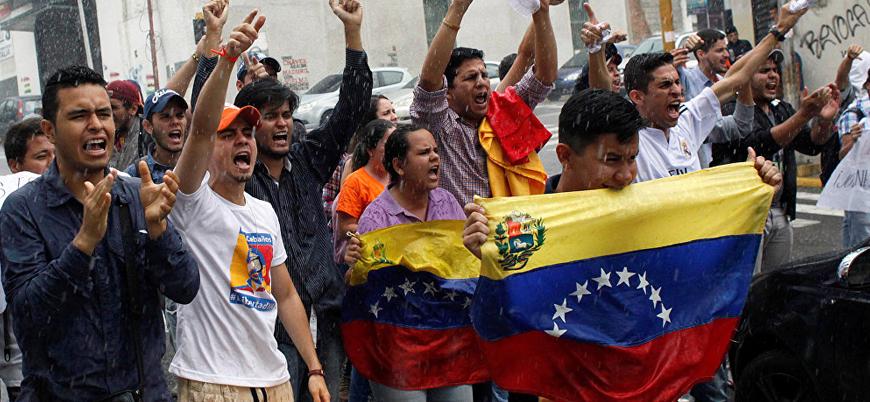 Venezuela'da orduyu göreve çağıran göstericilere Trump'tan övgü
