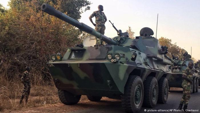Gambiya'ya askeri müdahale başladı