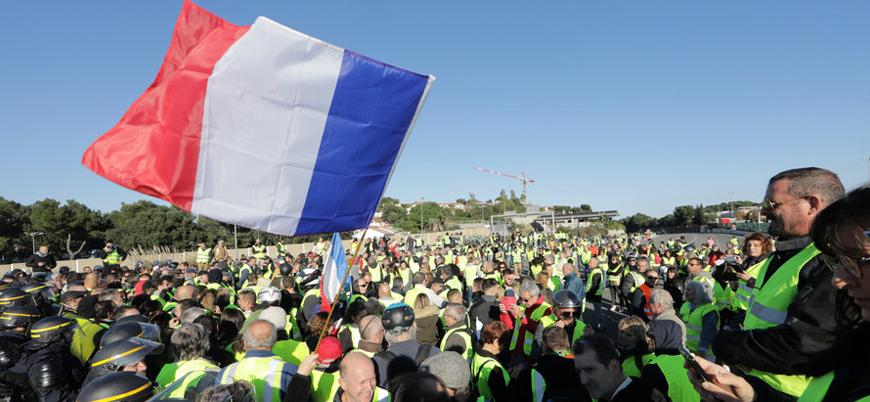 Fransa'da genel grev: Halk yeniden sokaklara indi