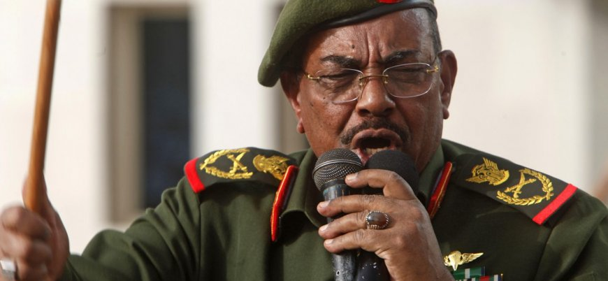 Sudan Devlet Başkanı Ömer el Beşir hükümeti feshetti, 1 yıl OHAL ilan etti