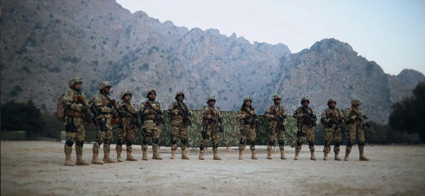 Afganistan'ın güneyinde Taliban askeri üsse saldırdı: 23 ölü