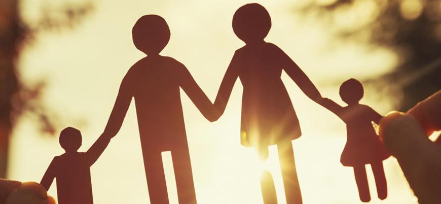 Fransa'dan 'eşcinsel aile' kanunu: 'Anne-baba' tabirleri değiştiriliyor