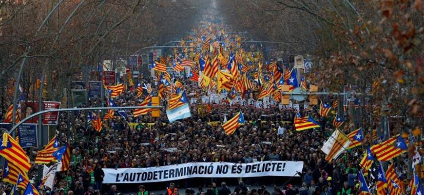 İspanya'da ayrılık yanlısı Katalan liderler için protesto