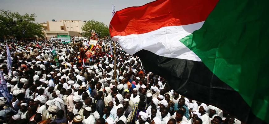Hükümetin feshedildiği Sudan'da neler oluyor?