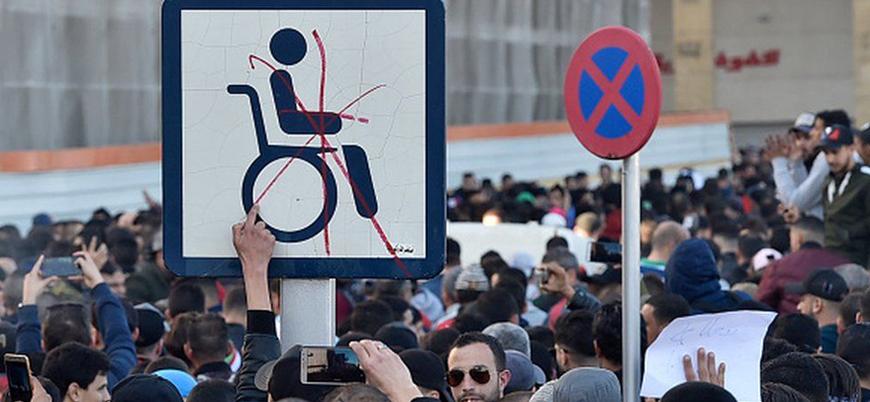 Cezayir'de beşinci kez aday olan Buteflika'ya karşı halk sokağa indi