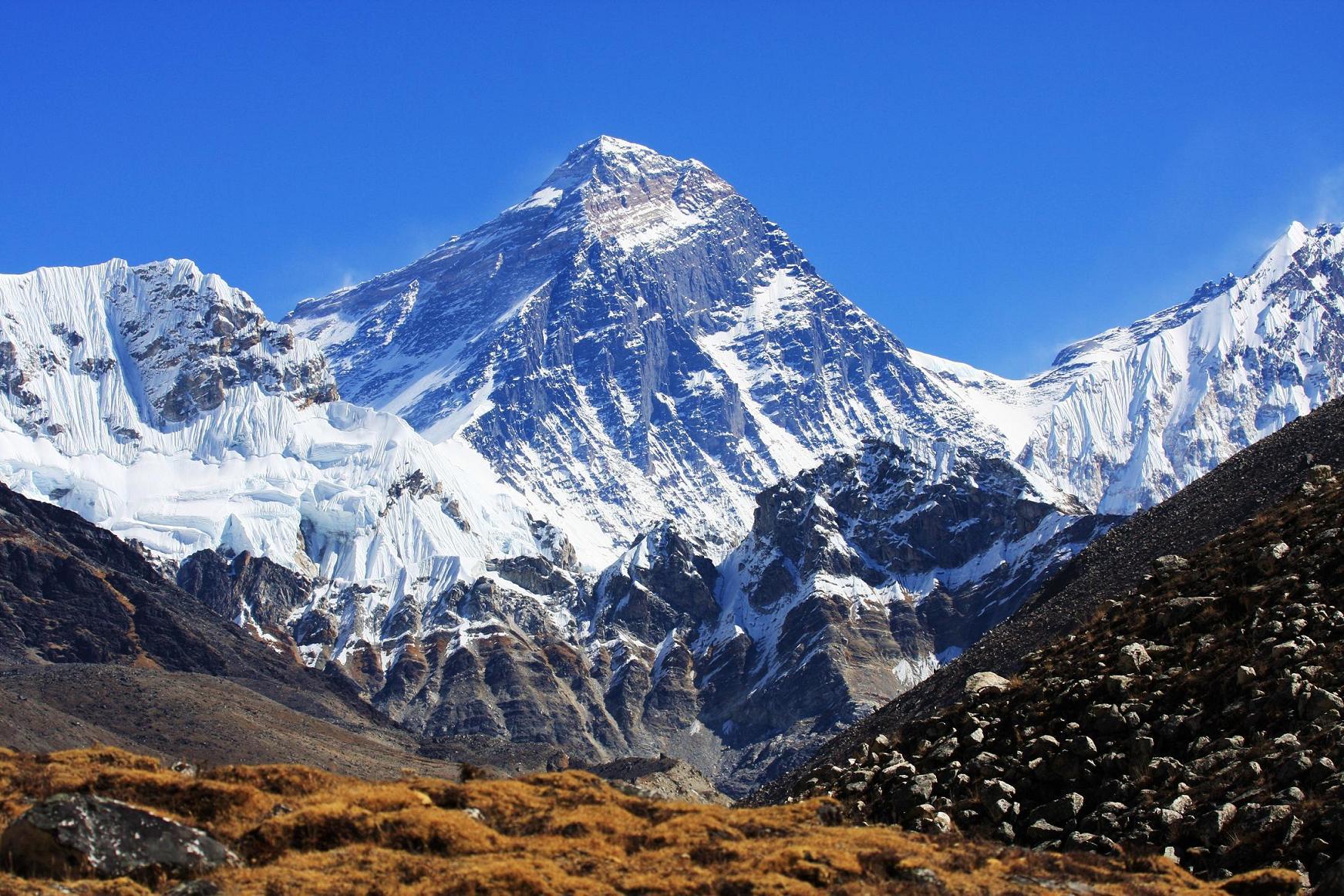Everest yeniden ölçülüyor