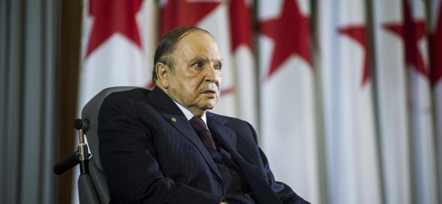 Cezayir'de Buteflika karşıtı göstericilere polisten müdahale