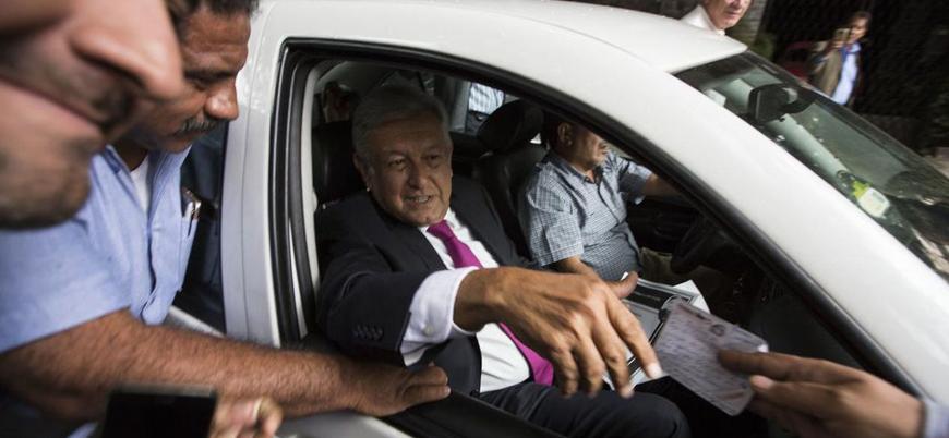 Meksika Devlet Başkanı lüks makam araçlarını sattı