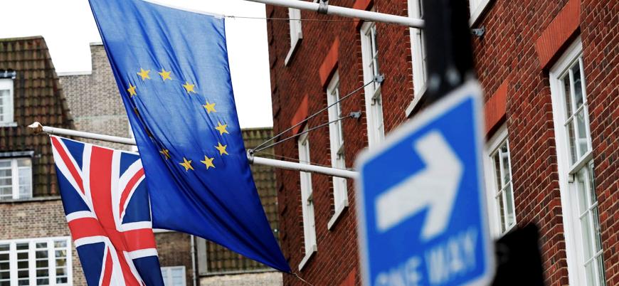 May'den üç aşamalı Brexit önerisi: Anlaşmanın ertelenmesi gündemde