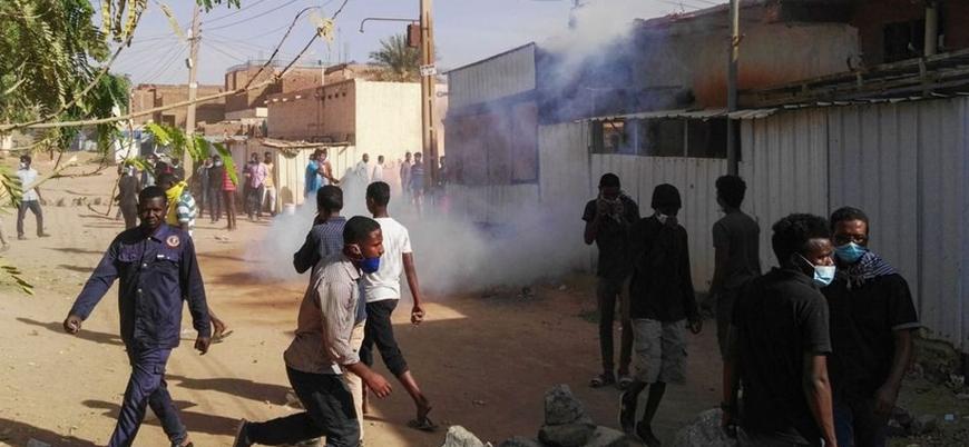 Sudan'daki OHAL mahkemelerinden 8 kişiye 5 yıla kadar hapis cezası