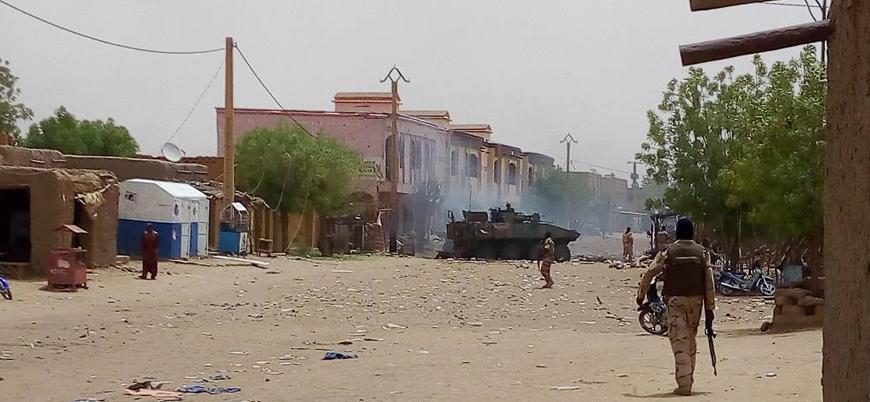 Mali'de askeri araca bombalı saldırı: 9 ölü