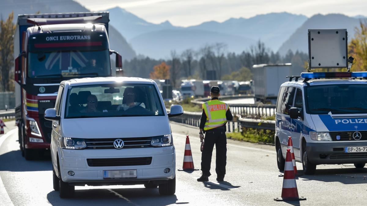 Avrupa sınır kontrollerini artırıyor