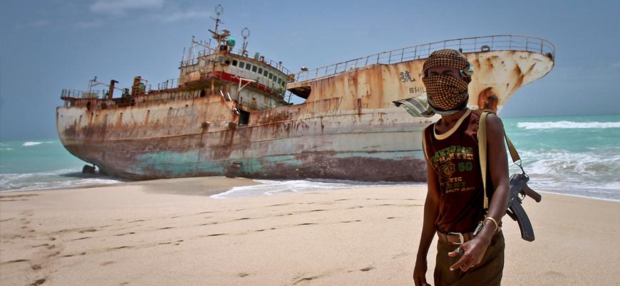 Aden Körfezi'nde korsanlardan İran petrol tankerine saldırı