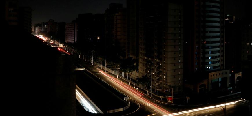 Venezuela'da elektrik kesintisi: Guaido halkı sokaklara çağırdı