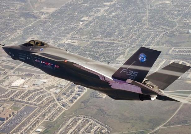 Pentagon F-35 ve başkanlık uçağı programlarını incelemeye aldı