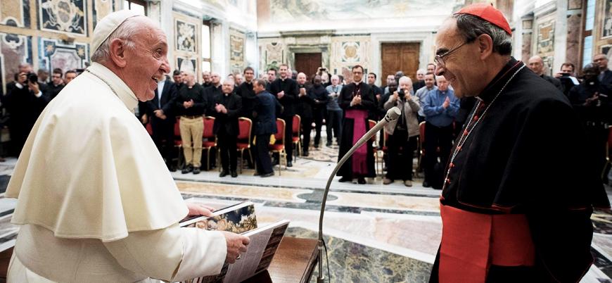 Papa adı cinsel taciz skandalına karışan kardinalin istifasını reddetti