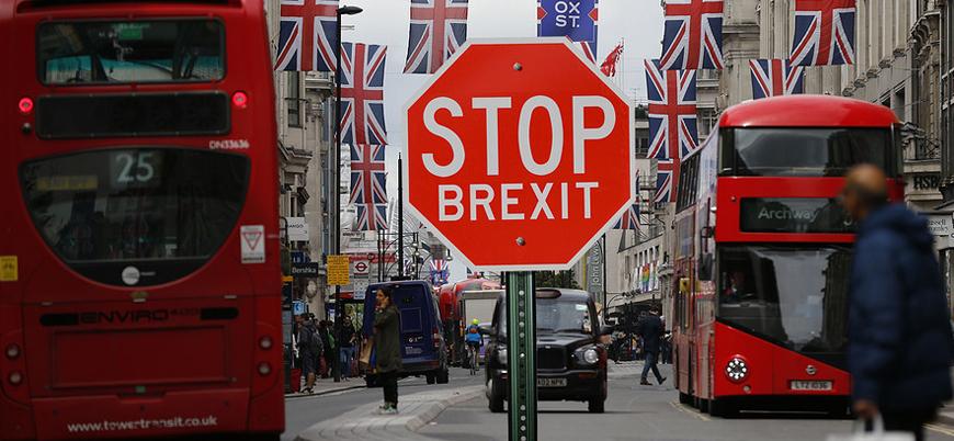 Brexit'in iptali için 700 bin dilekçe