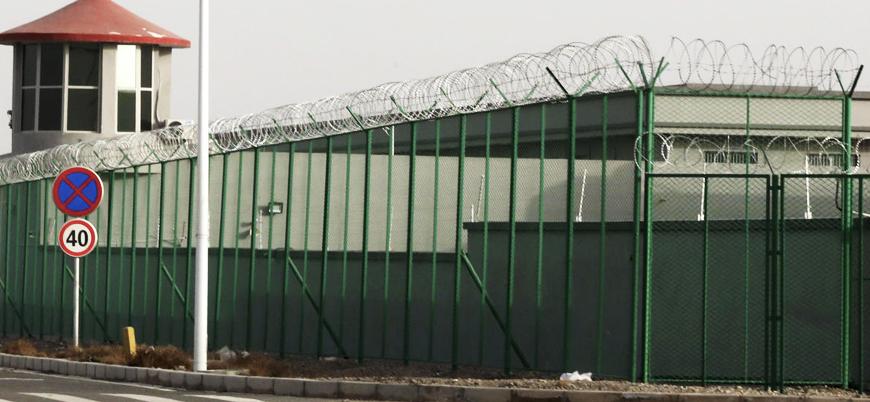 """""""Çin toplama kamplarında Doğu Türkistanlılara zorla domuz eti yediriyor"""""""