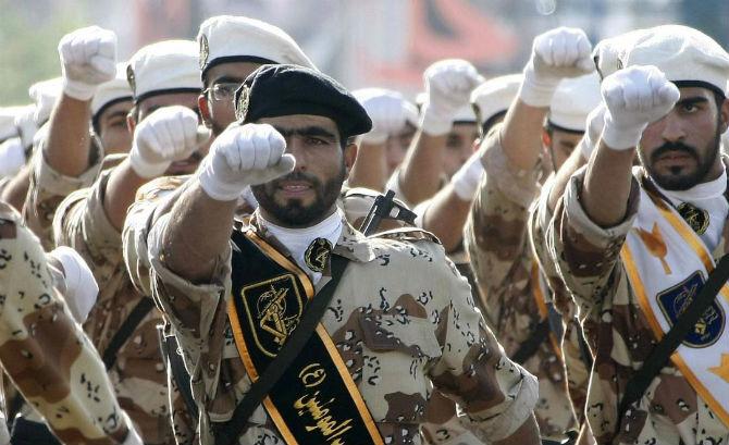 İran ülke içinde savaşa hazırlanıyor