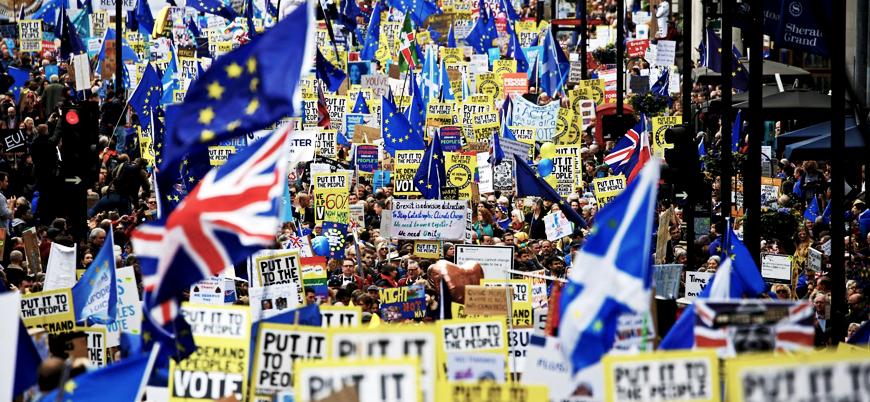İngiltere'de Brexit karşıtları 5 milyon imza topladı