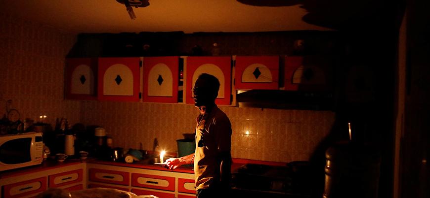 Venezuela'da krize neden olan elektrik kesintisi 3'üncü gününde