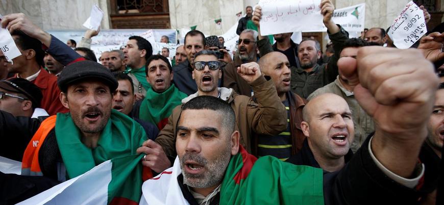 Cezayir'de halk Buteflika'nın istifası için yeniden başkentte toplandı