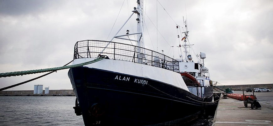 64 göçmen taşıyan 'Alan Kurdi' gemisi denizde bekletiliyor