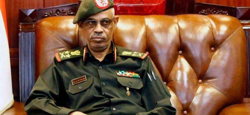 Sudan'da El Beşir'in 30 yıllık iktidarına son veren Avad bin Avf istifa etti