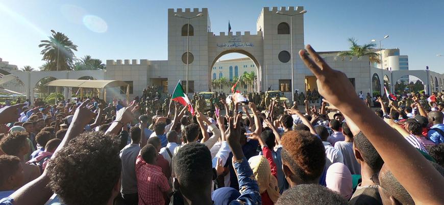 Sudan'da göstericiler askeri yönetime taleplerini sundu