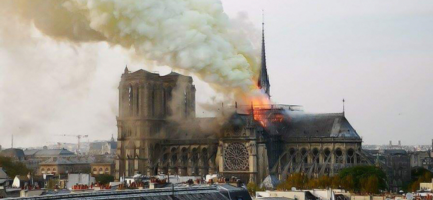 Fransa'daki Notre Dame Katedrali alev alev yanıyor