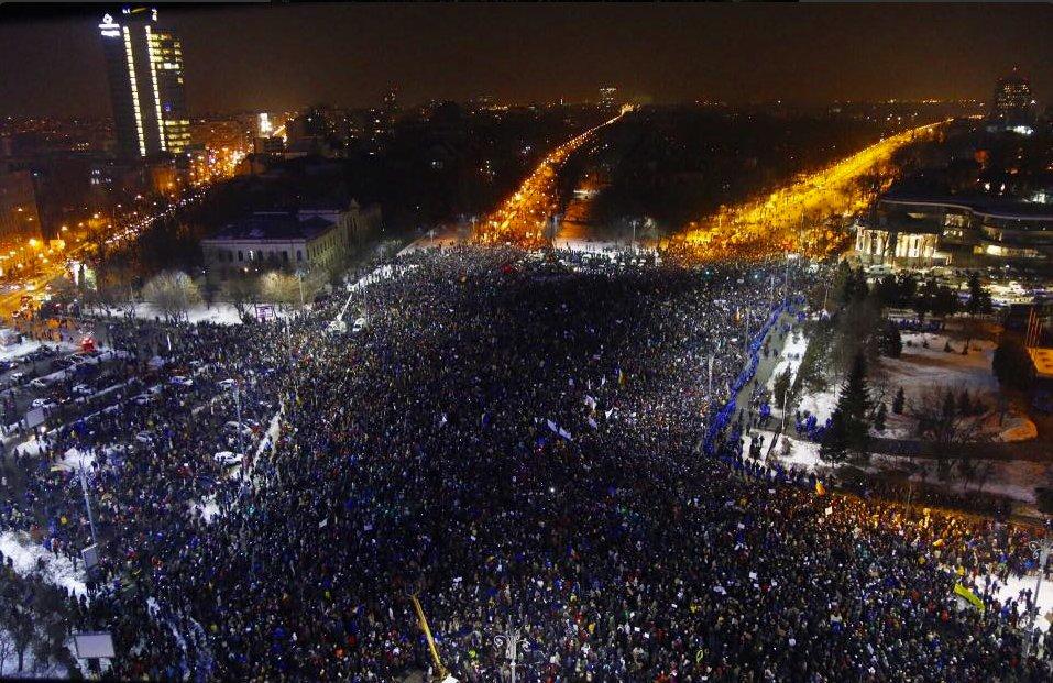 Romanya'da yolsuzluk protestoları dördüncü gününde