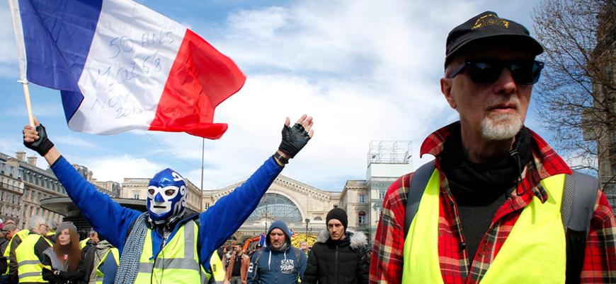 Fransa'da Sarı Yelekliler Notre Dame için toplanan yardıma öfkeli