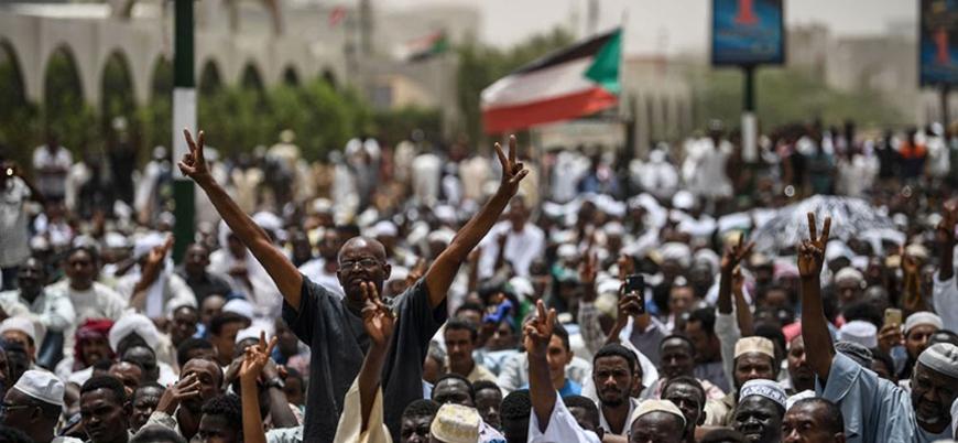 Sudan'da protestocular Askeri Konsey ile müzakereleri askıya aldı