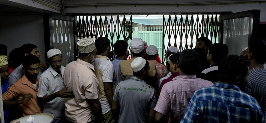 Sri Lanka'da halka 'Cami ve kiliselere gitmeyin' uyarısı