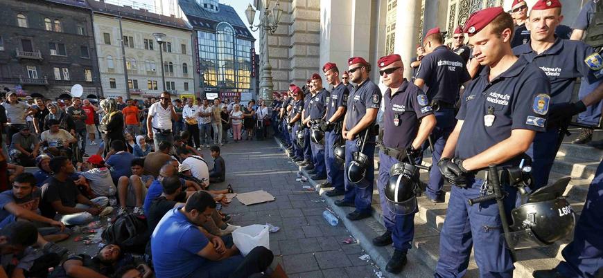 """""""Macaristan mültecileri günlerce aç bırakıyor"""""""