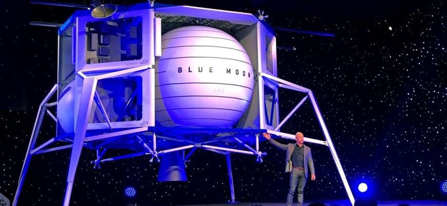 Amazon'un kurucusu Ay'a inmesi planlanan aracı tanıttı
