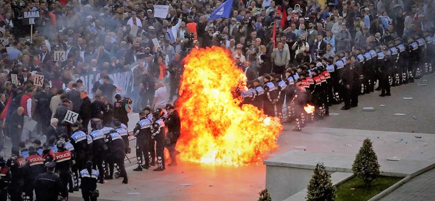 Arnavutluk'taki hükümet karşıtı gösterilerde gerilim yükseliyor