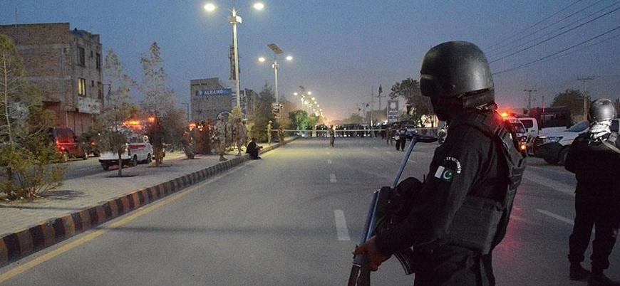 Pakistan'ın Kuetta kentinde bombalı saldırı: 4 polis öldü