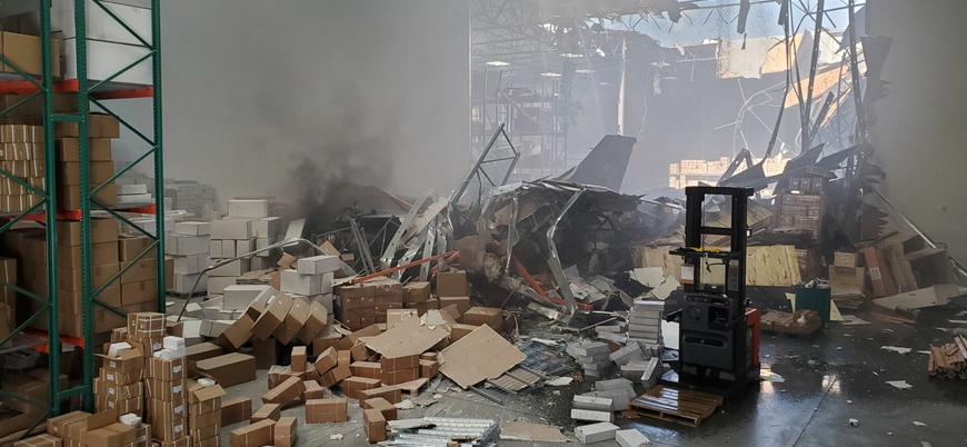 ABD'de eğitim uçuşu yapan F-16 bir deponun çatısına çakıldı